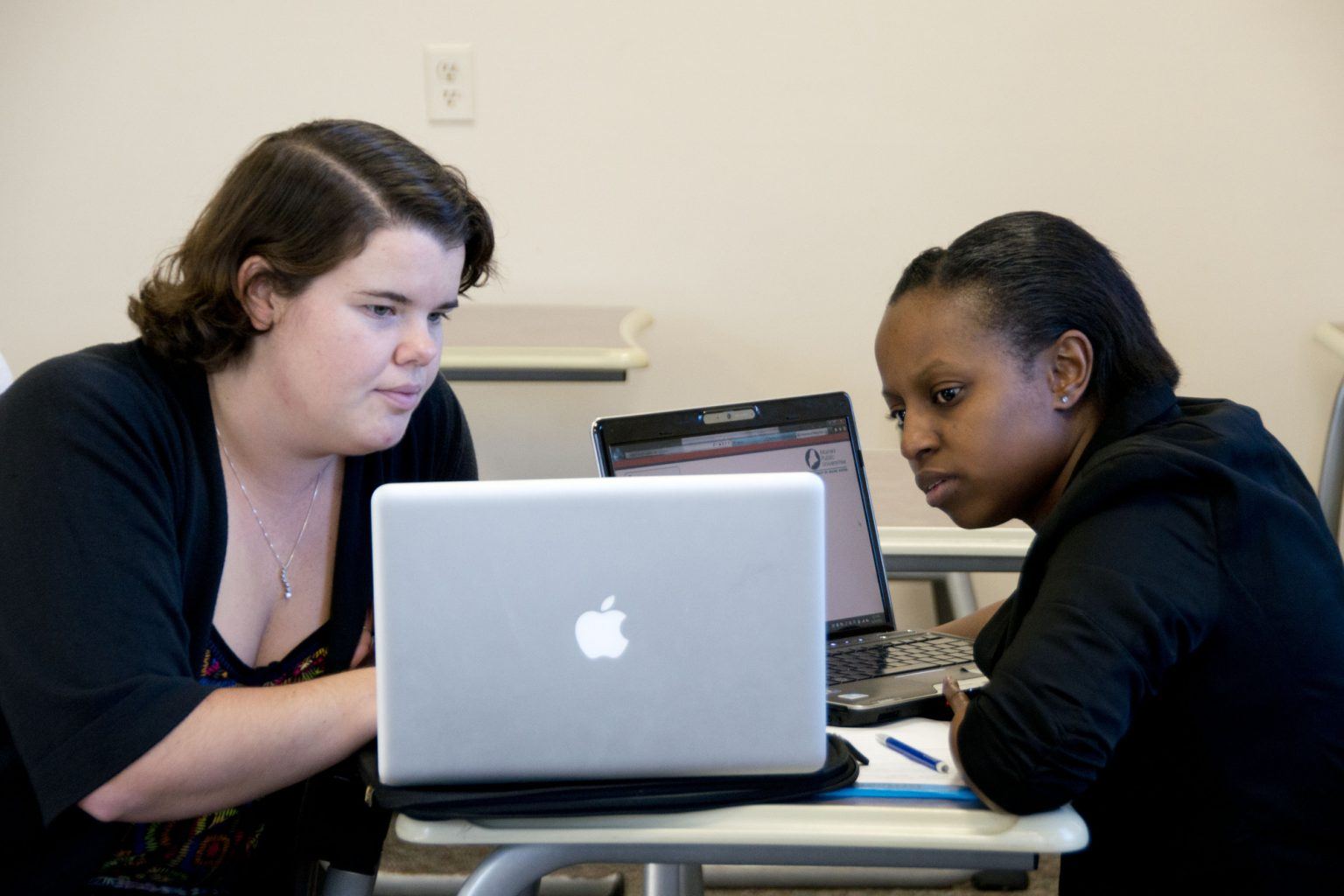 2 female students looking at computer screen