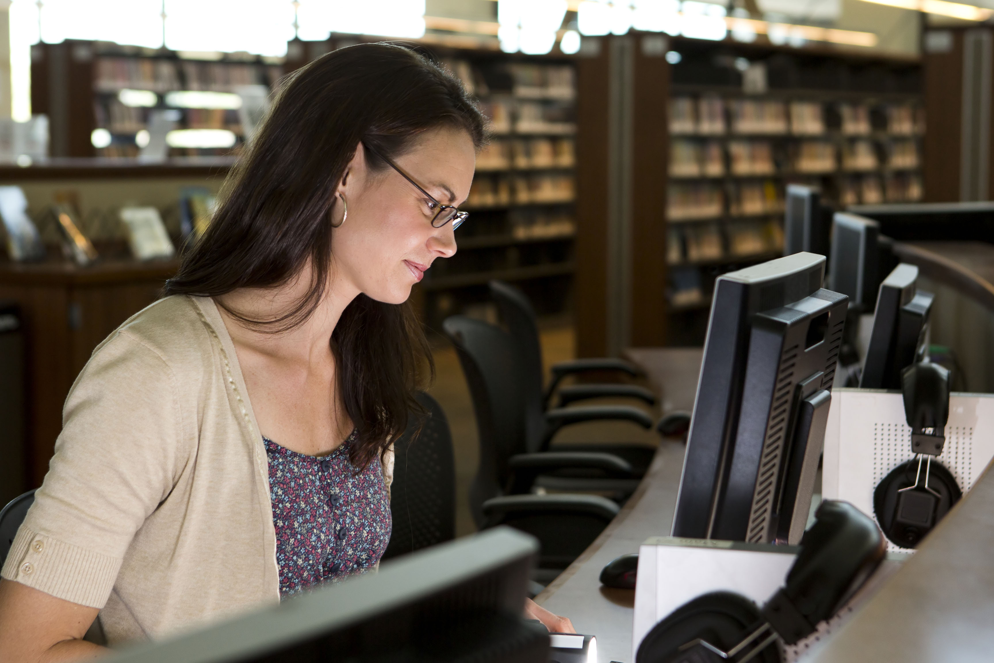 woman with computer in library